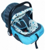 AS13/9 - Babywell Car Seat, Blue Circles